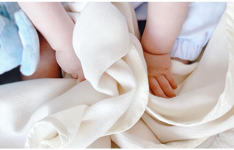 吸水性と速乾性も抜群なガーゼフード付きバスタオル